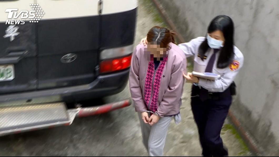 北市一名狠心媳婦虐死公公,法院最後判她無罪。(圖/TVBS) 沖冷水噴殺蟲劑虐死97歲公公 狠媳「這理由」被判無罪