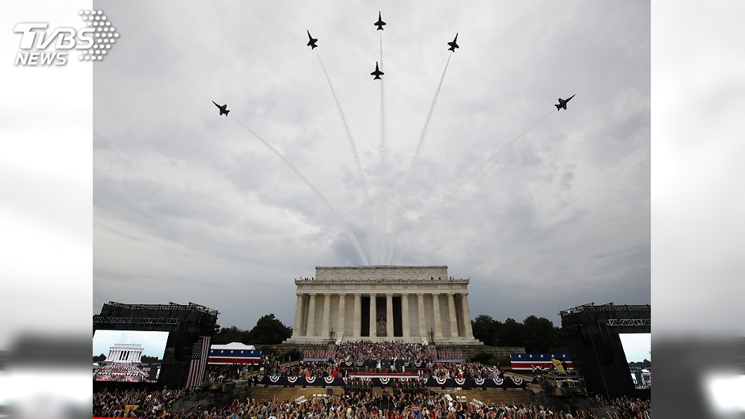 圖/達志影像美聯社 美國慶日大閱兵! 軍機飛過川普讚美各軍種