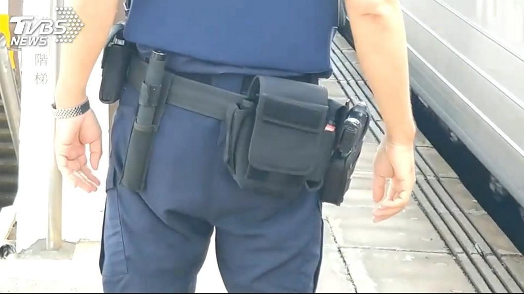 圖/TVBS 提升執勤安全 鐵路警:2警巡守配辣椒水防彈背心