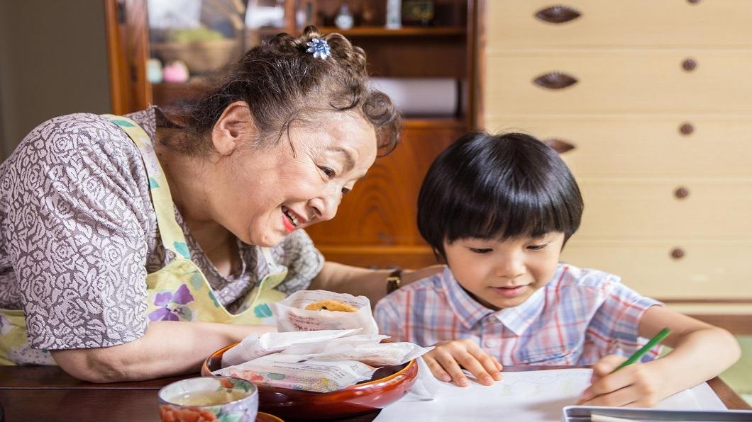 圖片提供/ 水元素文創 日本暢銷繪本改編 孩童看阿嬤:漸漸遺忘