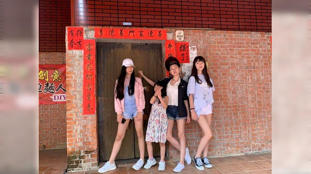 綜藝天后小S(徐熙娣)與老公許雅鈞帶3女兒出遊。圖/翻攝自小S臉書