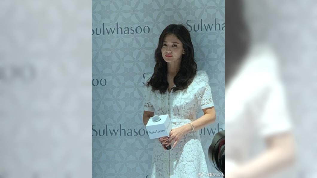7月6日宋慧喬赴大陸出席代言活動,是婚變消息曝光後首度公開亮相。圖/翻攝自微博