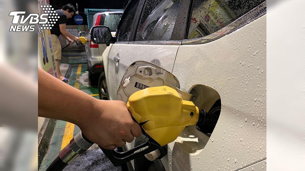 圖/中央社 油價11日起估漲2角 98汽油漲破30元大關