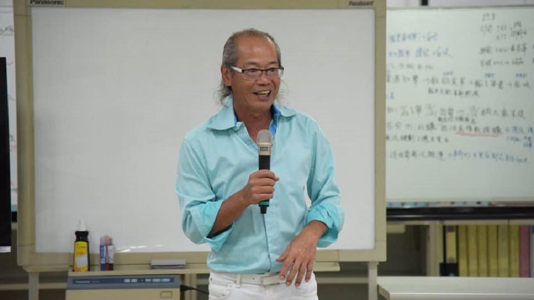 全拓工業董事長吳崇讓不退休跟著員工一起努力。圖/翻攝自臉書