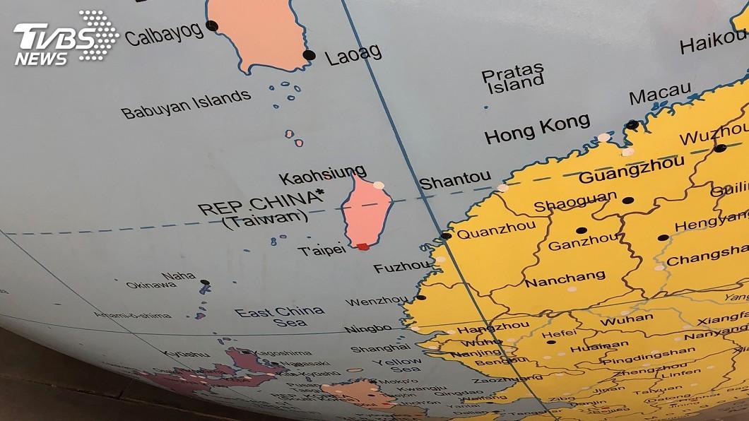 圖/中央社 LSE地球儀兩岸不同色 外交部:彰顯台海現狀