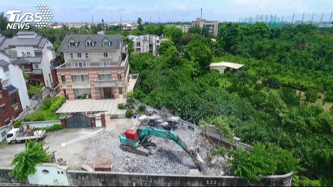 高雄市長韓國瑜、李佳芬夫妻在雲林縣古坑鄉的豪華農舍。圖/TVBS