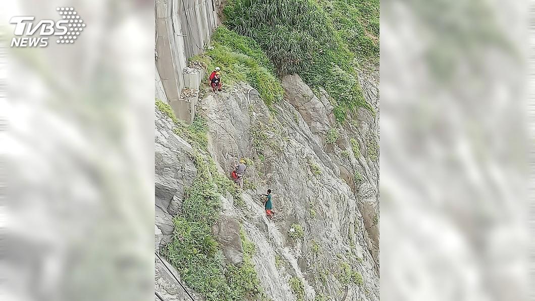 圖/中央社 外籍女學生清水斷崖邊徘徊 僵持17小時喚回