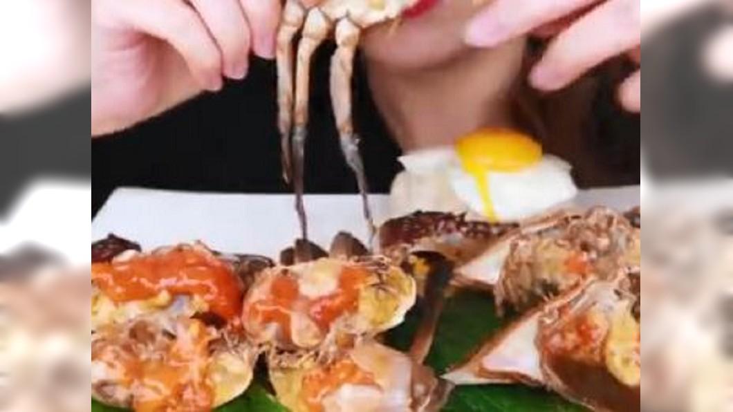 圖/翻攝自菌小白哈哈微博 走訪首爾 蒸餃、醬醃螃蟹、綠豆煎餅超誘人