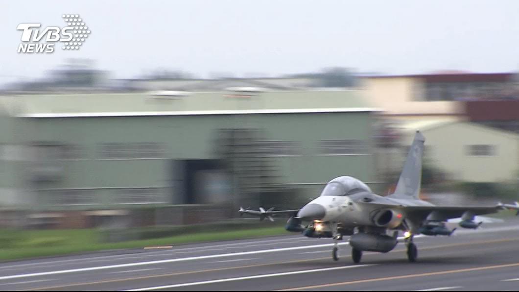 圖/TVBS IDF例行訓練起飛時爆胎 迫降清泉崗機場