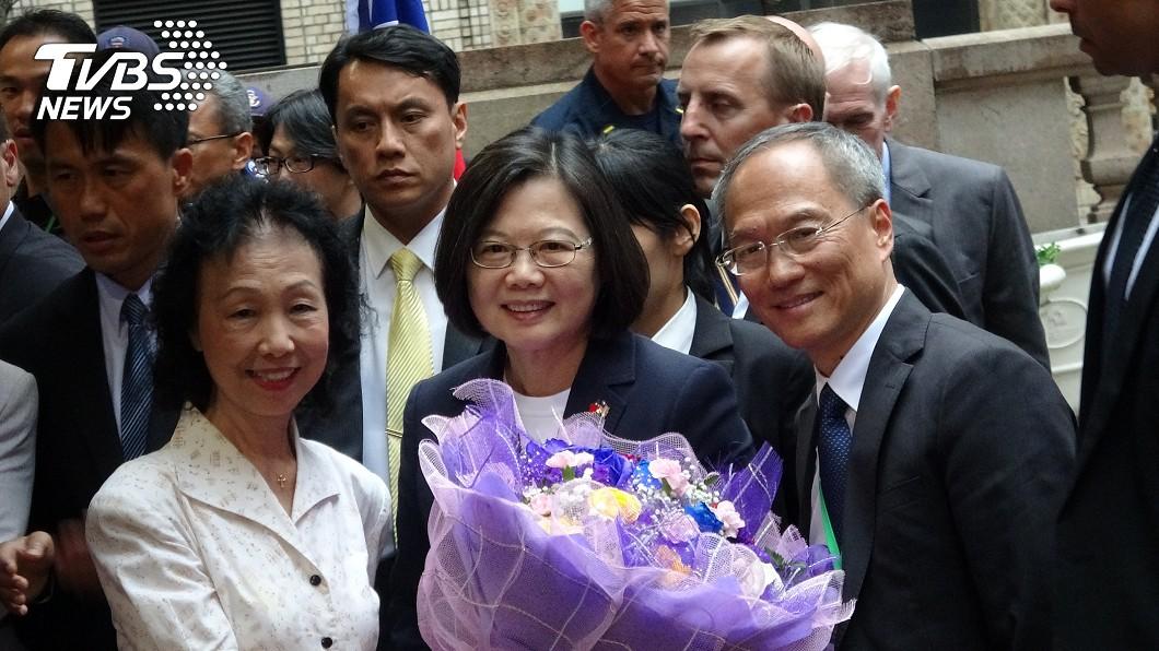 蔡總統抵達飯店。(圖/中央社)