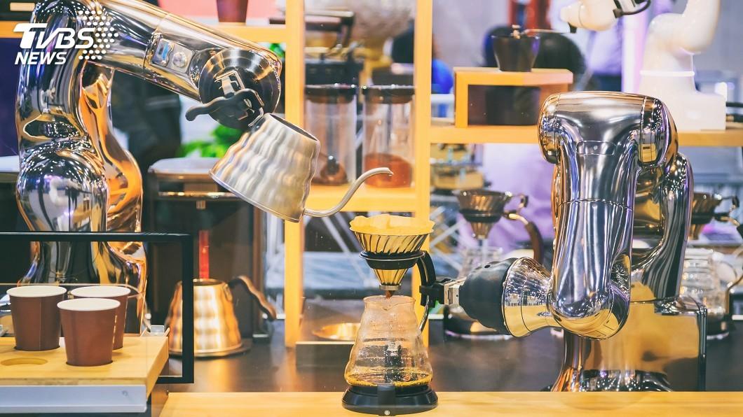 示意圖/TVBS AI機器人幫您沖咖啡 萌表情能對話還有心情籤詩