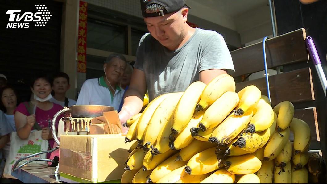 高雄某香蕉煎餅店老闆日前因推出「霸韓優惠」,引來韓粉不滿。圖/TVBS資料照 收到「冥紙」恐嚇 罷韓煎餅店:你們將知道殺人滋味