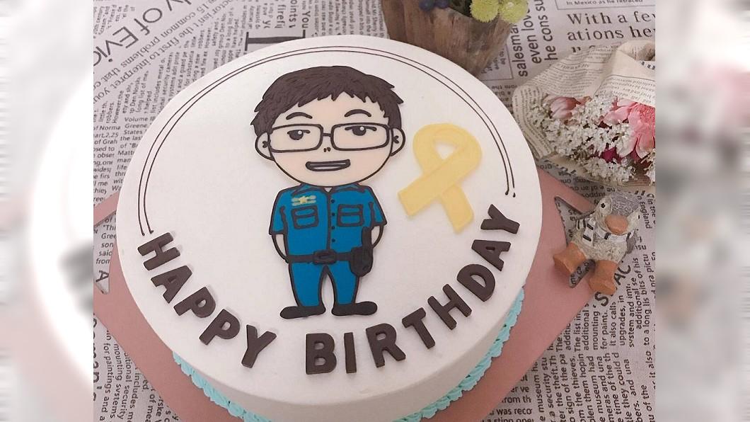 為勇警承翰訂製的生日蛋糕。圖/鐵路警察局高雄分局提供