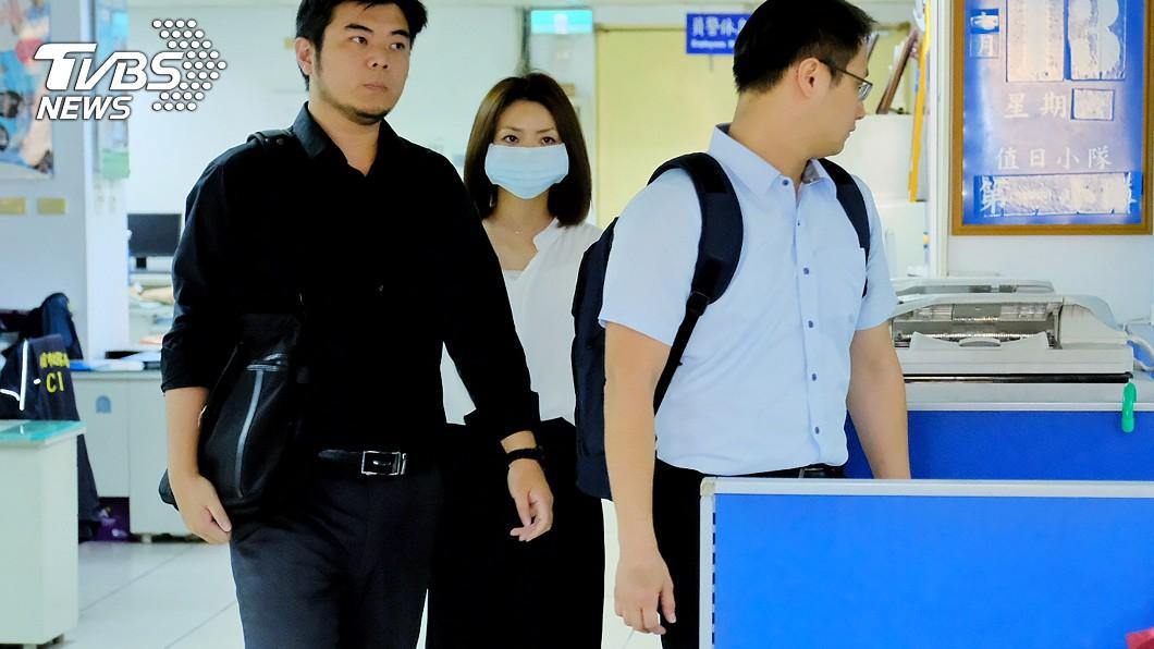 圖/中央社 郭芷嫣赴警局說明作筆錄 閃避媒體不受訪