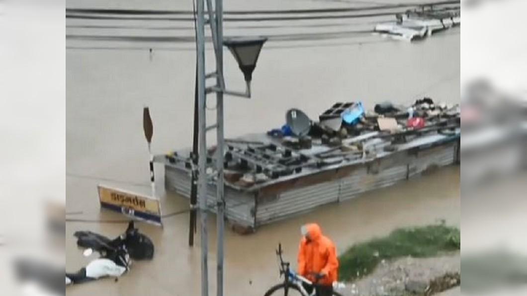 圖/翻攝自ntv7 7Edition 臉書 南亞七月雨季來臨 暴雨侵襲難民營也被水淹