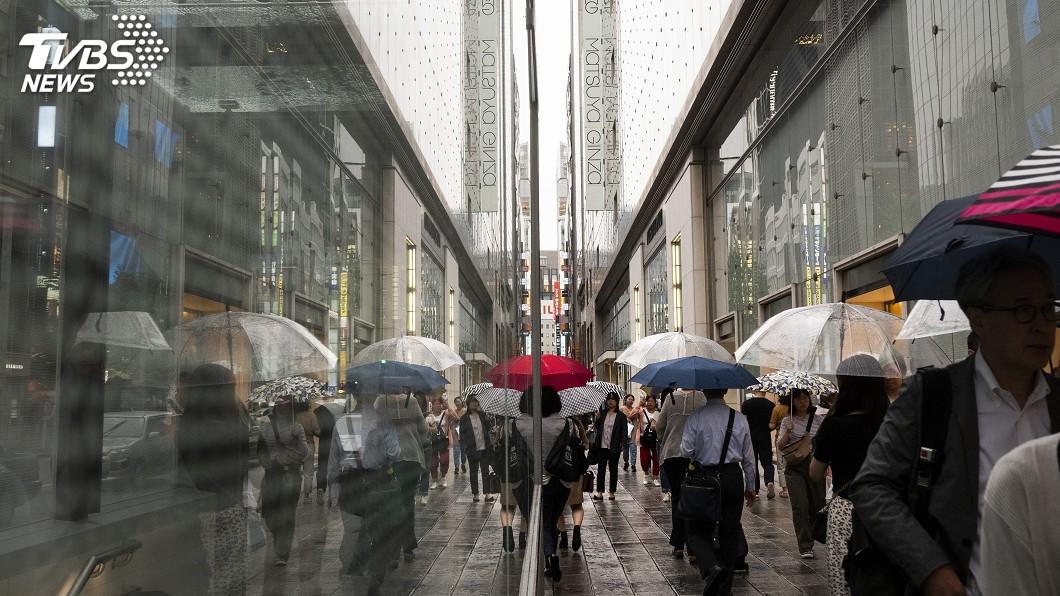 圖/達志影像美聯社 陰雨綿綿下不停 東京連17天日照不足3小時