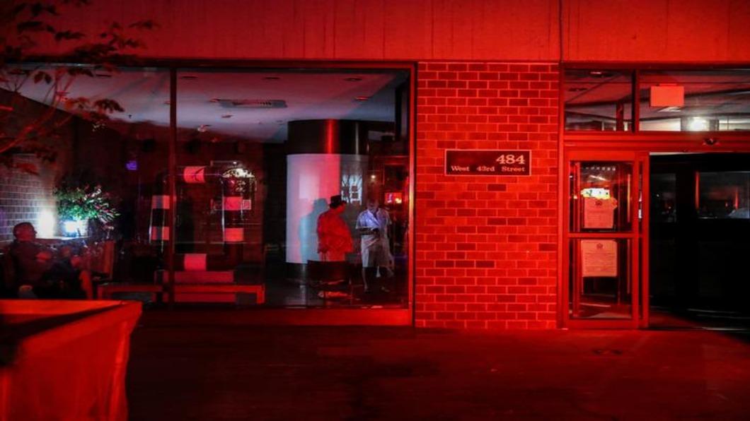 圖/達志影像路透 時報廣場看板熄滅無光 紐約停電.影響7萬戶