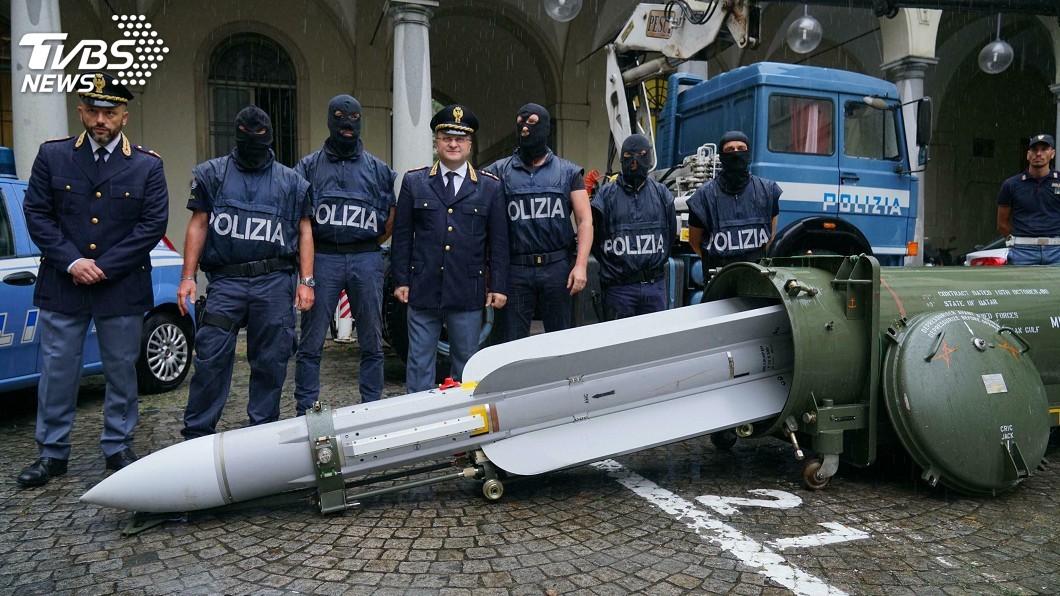 圖/達志影像美聯社 義大利警突襲極右派組織 查獲大量武器及空對空飛彈