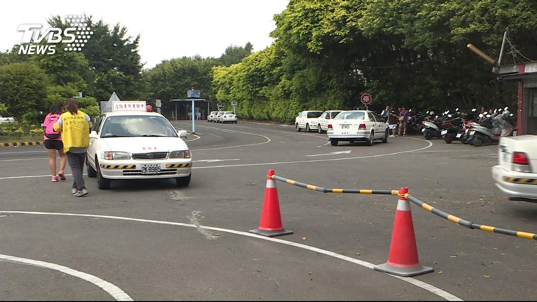 不少人都有去駕訓班學開車的經驗。(示意圖/TVBS) 大手筆!駕訓班教練車款換BMW 網暴動:再報名考1次