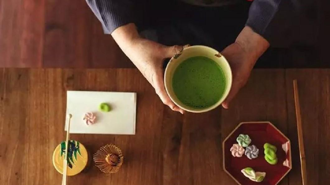 圖/翻攝自 泡茶喝茶的学问 微博 綠茶配蕨餅! 日本手搖飲料完全和風