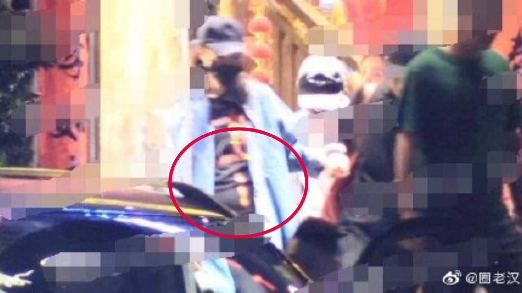 本月初有媒體捕捉到唐嫣「小腹隆起」的模樣。圖/翻攝自微博