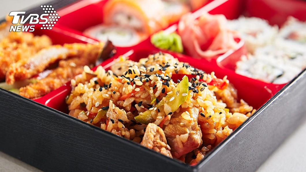 示意圖/TVBS 吃便當吃到「加料餐」 網友崩潰:膽汁快吐出來了