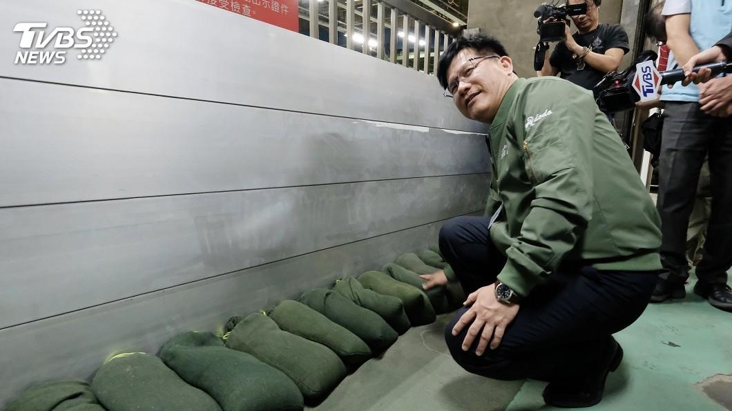 圖/中央社 颱風丹娜絲發陸警 林佳龍籲桃機做好防颱體檢