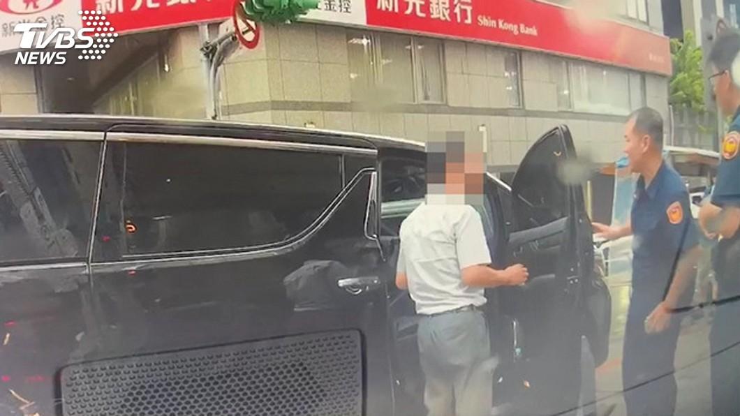 圖/中央社 急產遇下班國道塞車 蘆洲警鳴笛護送助順產