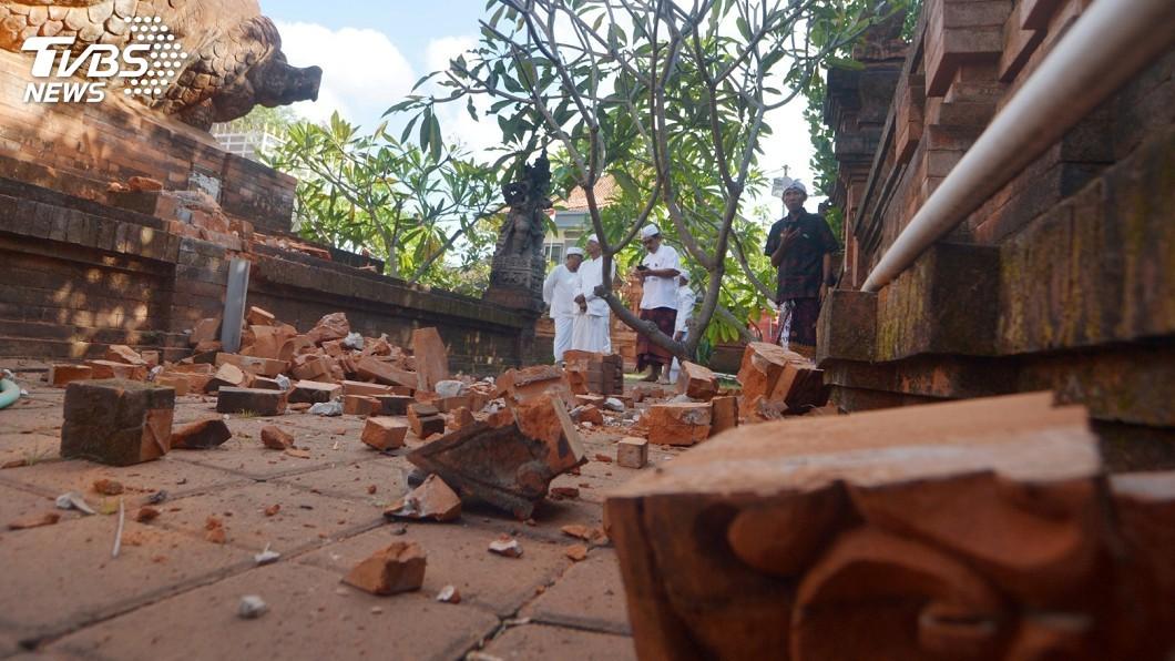 圖/達志影像路透社 印尼規模7.3強震5死 逾3千人憂餘震仍住避難所