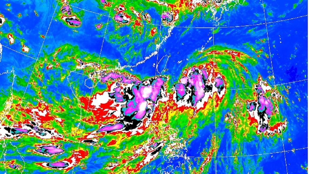 17日晚間11時衛星雲圖。圖/翻攝中央氣象局 丹娜絲快閃別高興太早 論壇:「這區」風雨會更大