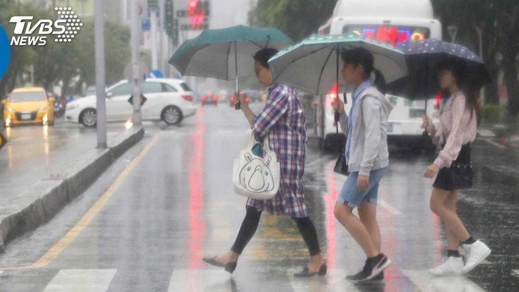 圖/中央社 外出注意!東北風影響 北北基宜大雨特報