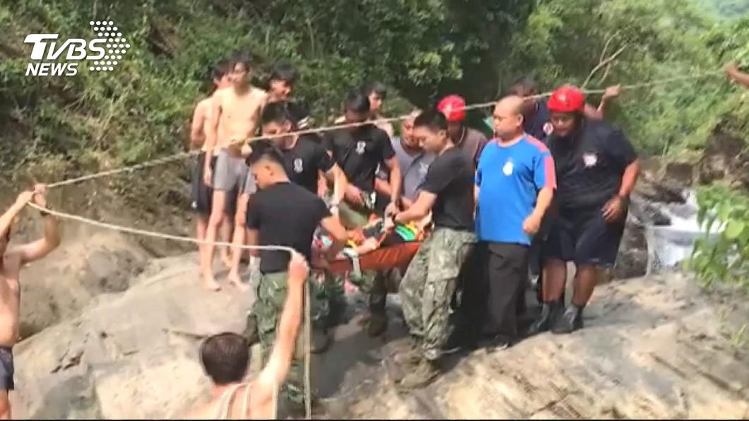 圖/TVBS 遊客瀑布拍照失足 涼山特勤隊支援救人