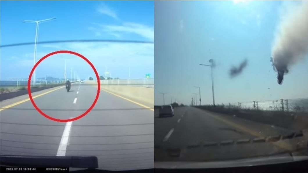 圖/翻攝自YouTube 重機未減速直撞汽車 騎士連人帶車被拋飛當場慘死