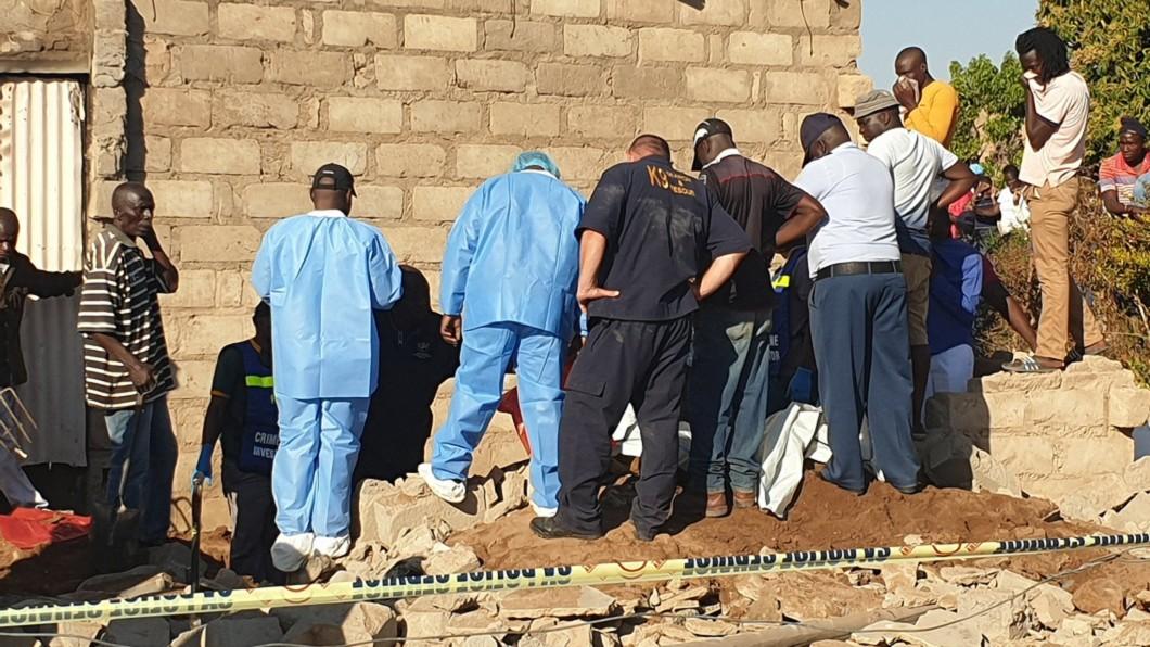 5具遺體陸續被挖出。圖/翻攝mwelimasilela推特