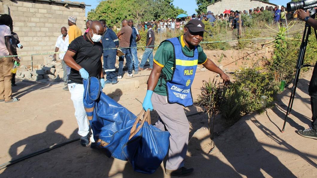 遺體被尋獲。圖/翻攝mwelimasilela推特 5女跟他「約戰」後全失蹤 屍骨從院子裡挖出來!