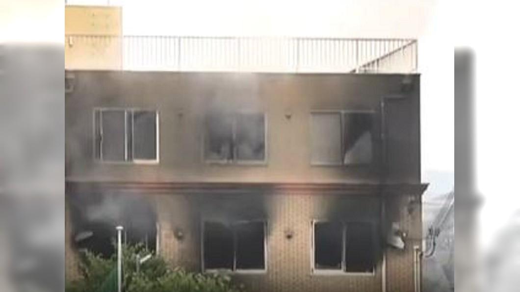 圖/翻攝自世面微博 來不及逃!京都動畫大火 19死在頂樓樓梯