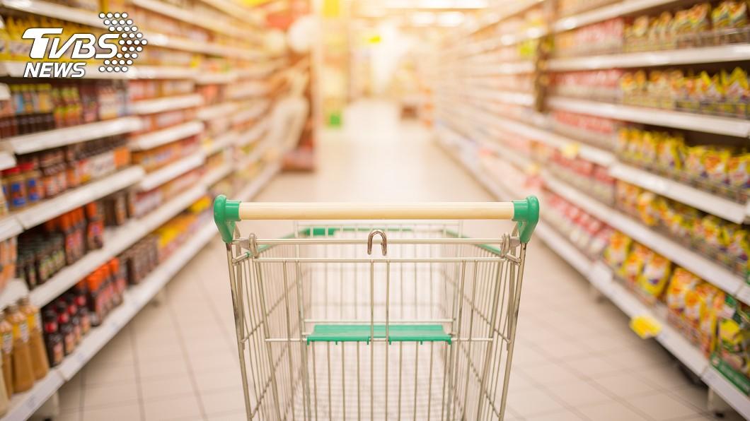 示意圖/TVBS 阿嬤到超市偷昆布 搜包竟掉出120萬現金警傻眼