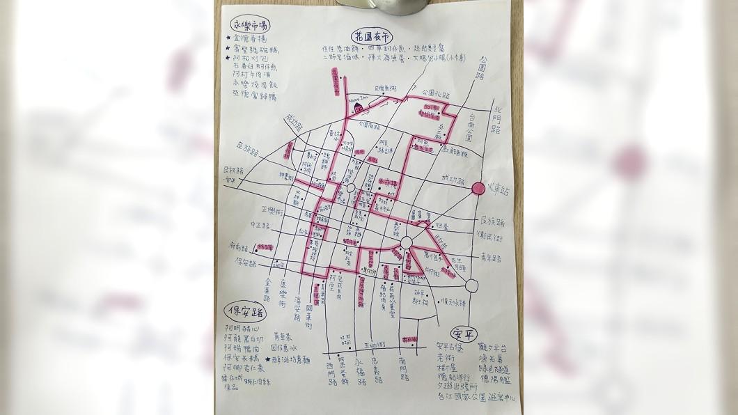 圖/翻攝自臉書「爆廢公社」 路邊撿到這張手繪地圖 「吃貨路線」超詳細網狂讚