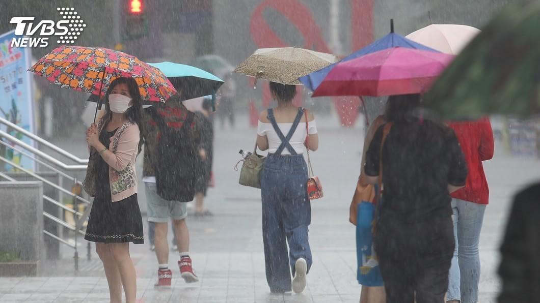示意圖,與本事件人物無關。圖/TVBS 「降雨2熱區」曝光!一路下到10月 颱風週末恐生成