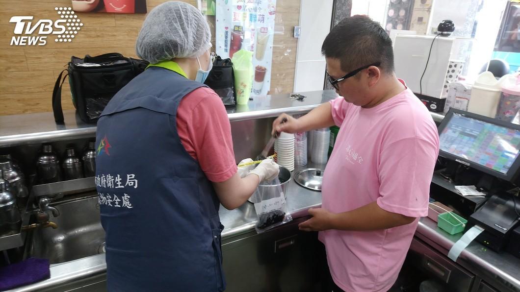 圖/中央社 中市府抽驗冰品飲料 全數符合規定