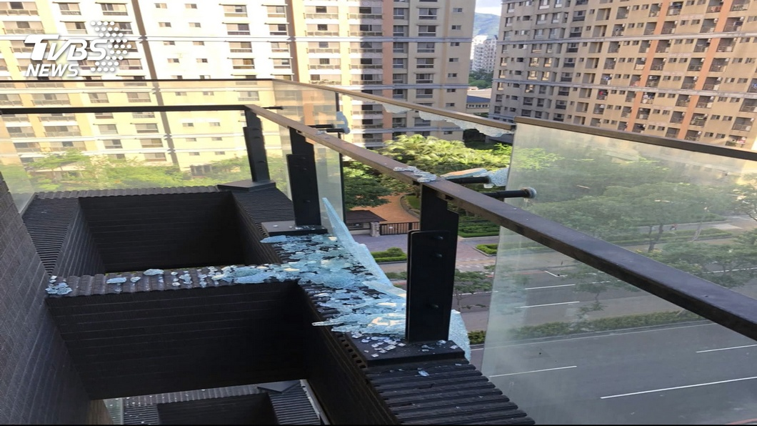 圖/TVBS 5年下8次玻璃雨! 管委會告建商獲賠3千萬