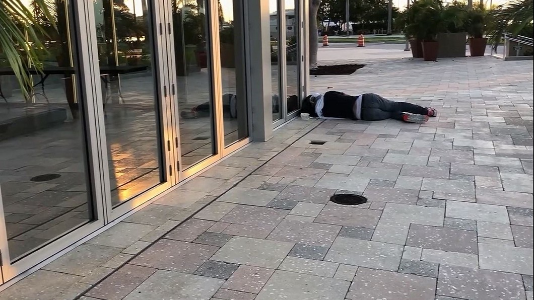 圖/轉攝自ABC Action News Youtube 狂播兒童洗腦歌趕遊民 美西棕櫚灘市挨批