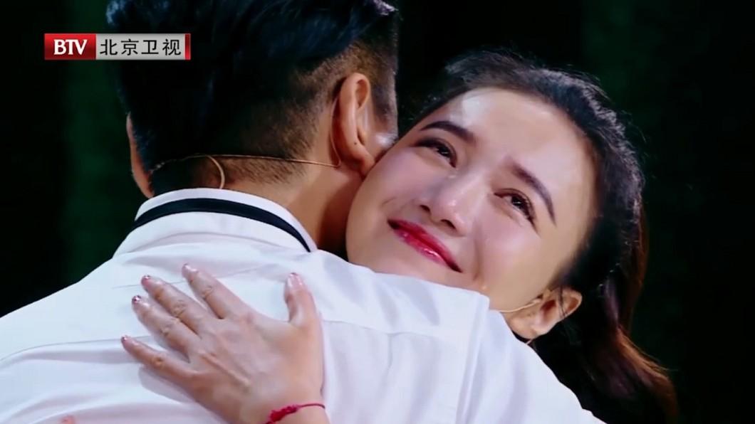 韓雯雯被二度求婚,依然相當感動,當場淚流滿面。圖/翻攝BTV跨界喜剧王微博