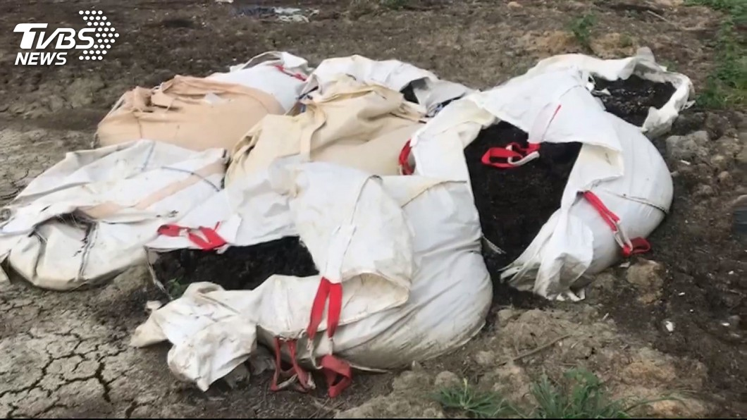 圖/TVBS 飲料廢渣、跑步帶廢料 清運亂丟羈押業者