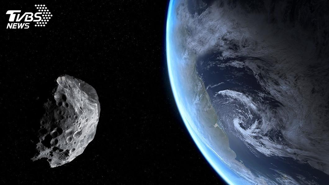 地球存在於宇宙銀河系已經至少46億年。(示意圖/TVBS) 他發現46億年前隕石 與地球同齡「比黃金還值錢」