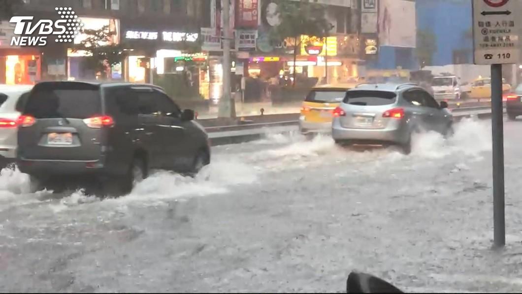 圖/TVBS 午後雷雨發展旺盛 恐伴隨強陣風冰雹