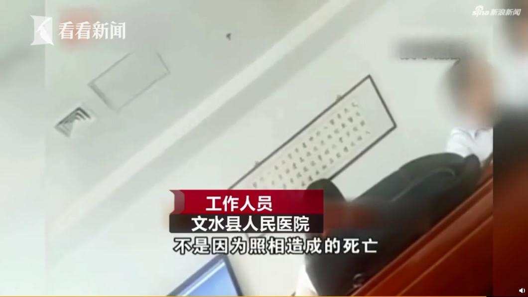 醫院辦公室的工作人員表示,老婦不是因為醫生照相而導致死亡。圖/翻攝看看新聞