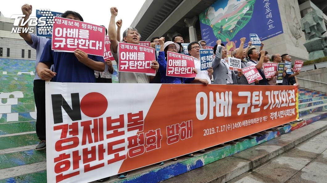 圖/達志影像美聯社 安倍出來謝罪! 7南韓學生闖日使館被逮