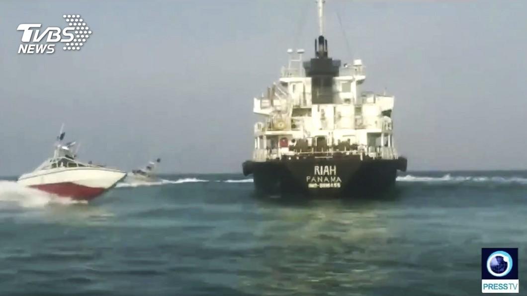 圖/達志影像美聯社 伊朗播出船員平安畫面! 英計畫成立波灣護衞隊