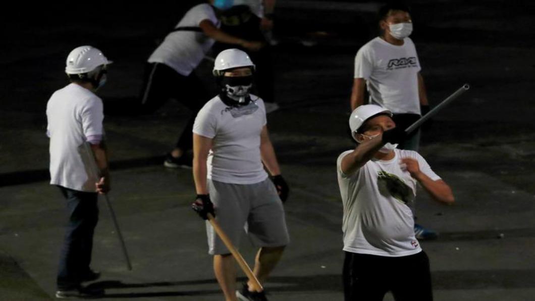圖/達志影像路透 變調社會氛圍 施暴白衣人.令香港風聲鶴唳